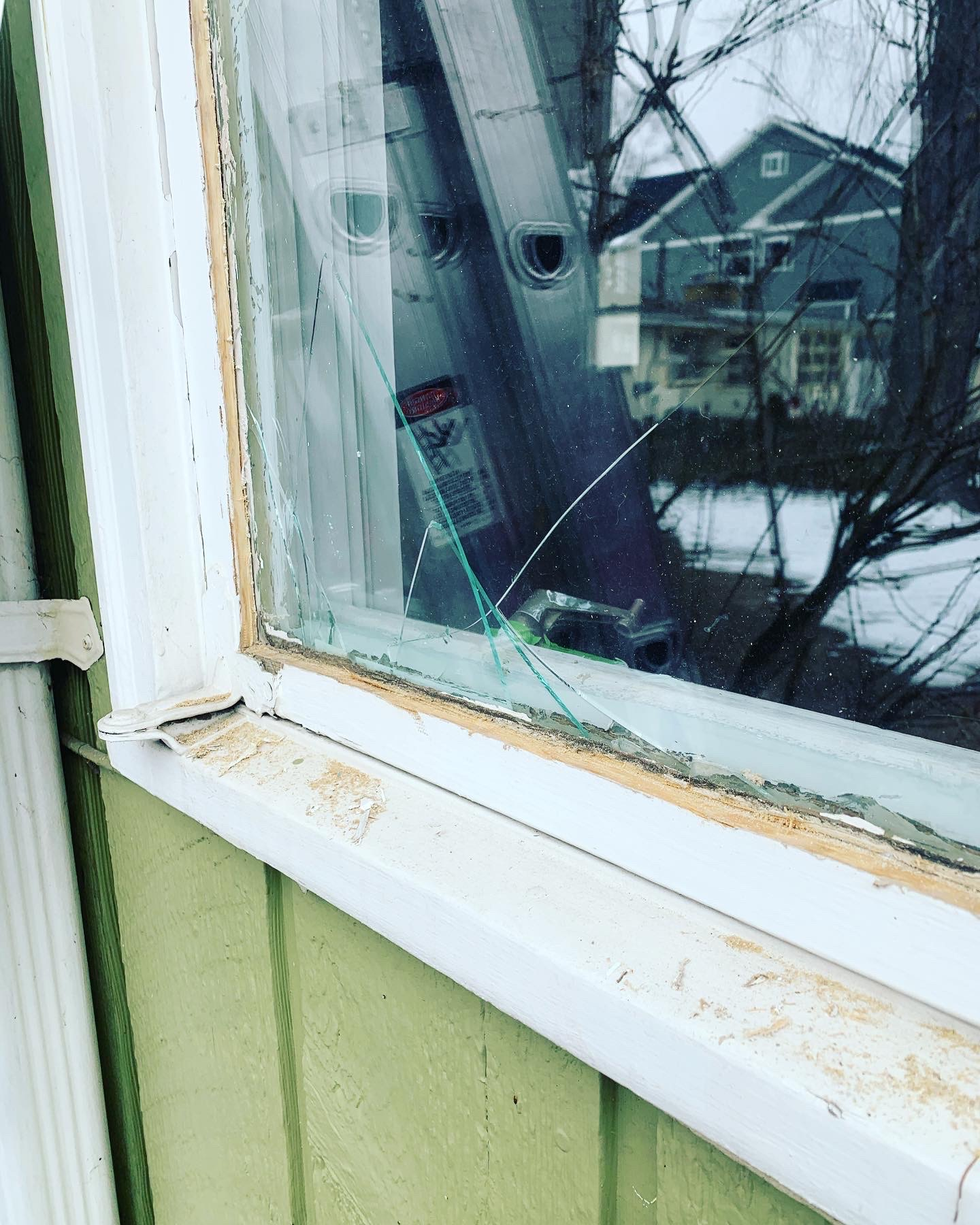 Cracked glass replacement